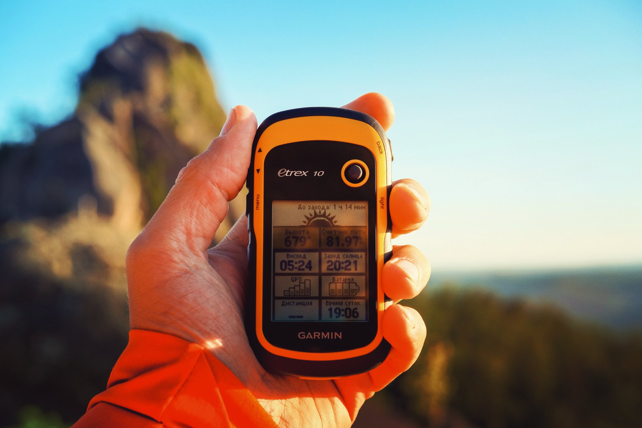 Go Hiking! See the Mountain Mornings. 🙌  #eTrex10 #WatchTheSunrise #GarminMalaysia #BeatYesterdayMY #Garminity Learn More :...