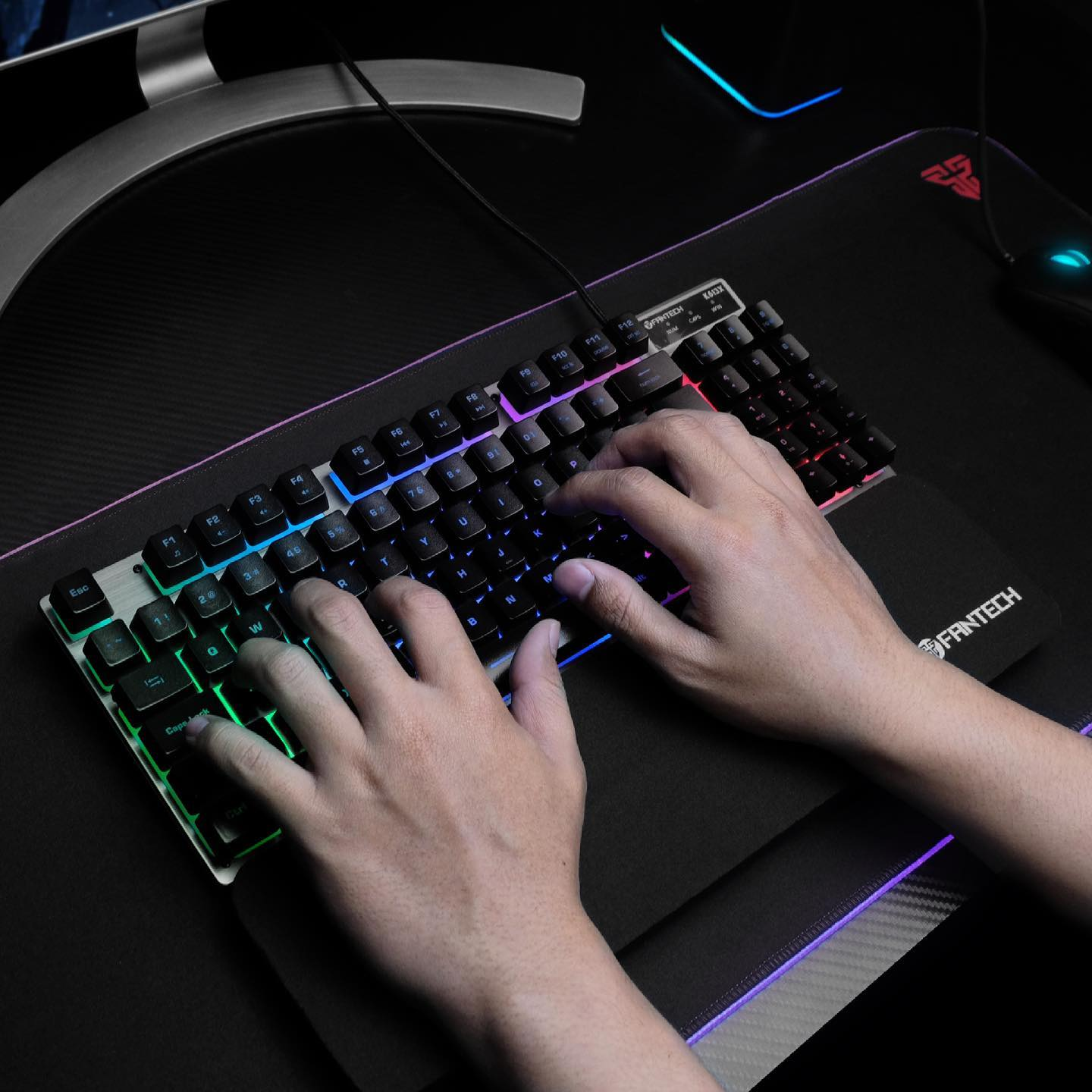 Get your game on with Fantech K613X! Featuring an ultra small form factor, full key set, and RGB backlight, all within an aluminium frame! Don't wait to destroy the competition! Gear up and win!